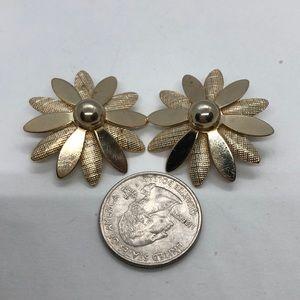 VTG Sarah Coventry Poinsettia Flower Earrings